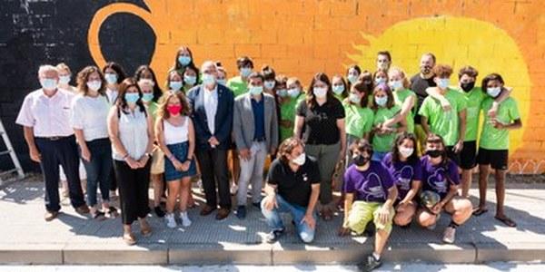 El conseller Chakir el Homrani visita el Camp de Treball de Joventut sobre grafitis inclusius a Cervera