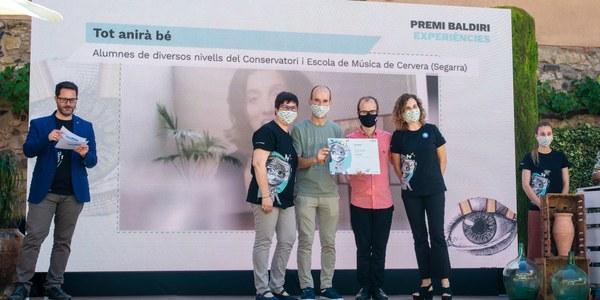 Els professors Jordi i Marc Castellà van recollir el premi Baldiri Reixac.