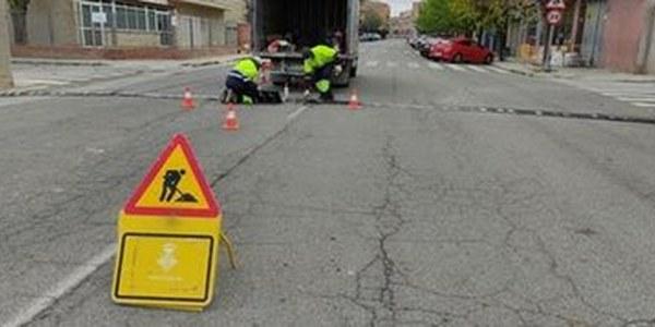 Els Serveis Municipals reparen les bandes rugoses
