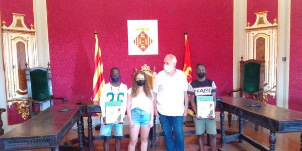 Reconeixement de la Paeria als futbolistes cerverins Siriki Kone i Musta Diarra